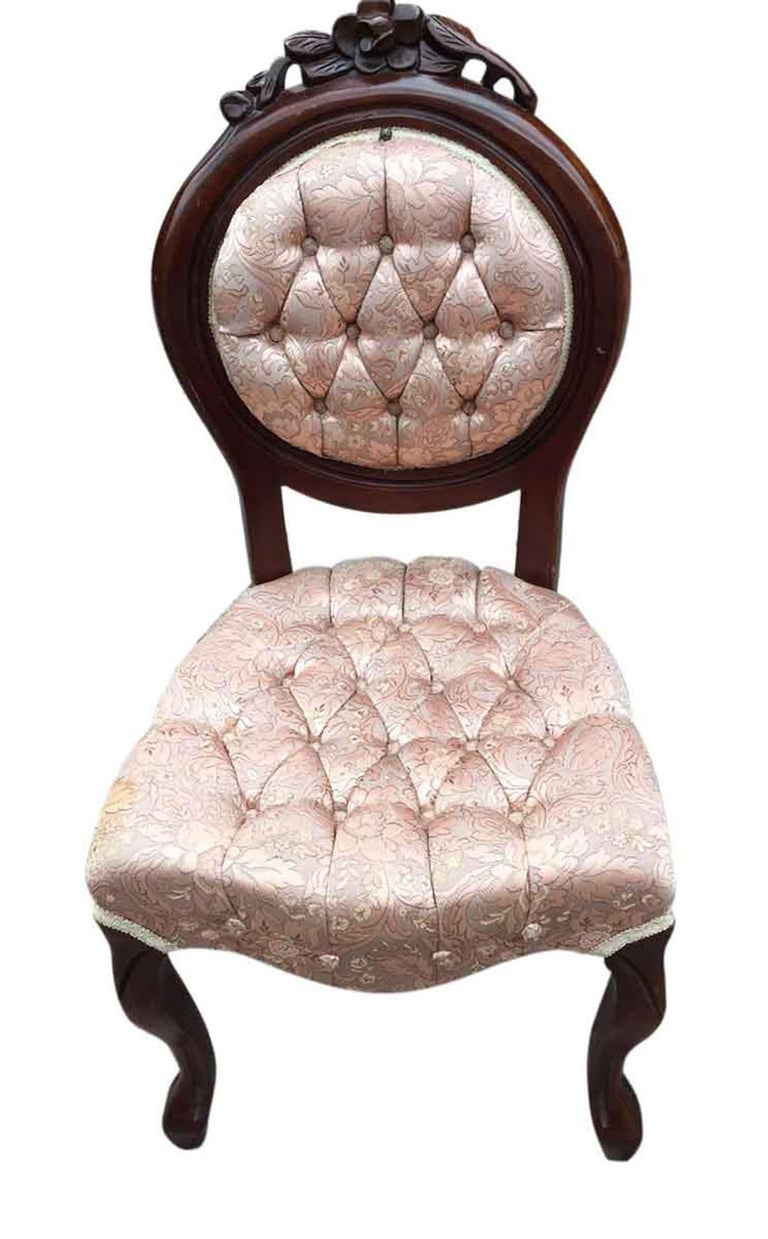 Late 20th Century 1970s Set of Four Carved French Dining Chairs with Tufted Pink Silk Upholstery For Sale