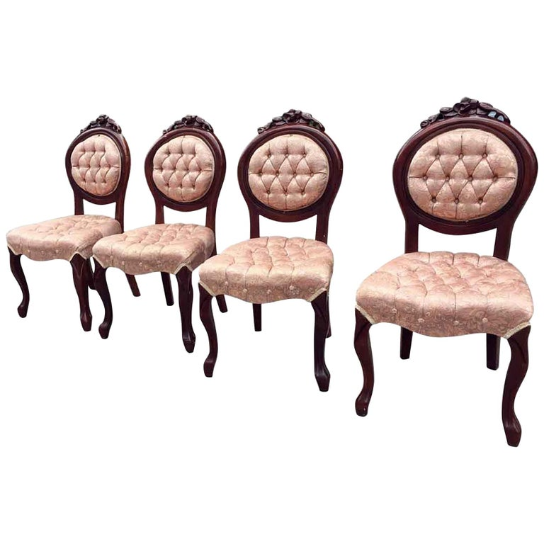 1970s Set of Four Carved French Dining Chairs with Tufted Pink Silk Upholstery For Sale