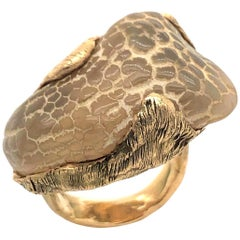 1970s Snakeskin Agate and Gold Ring
