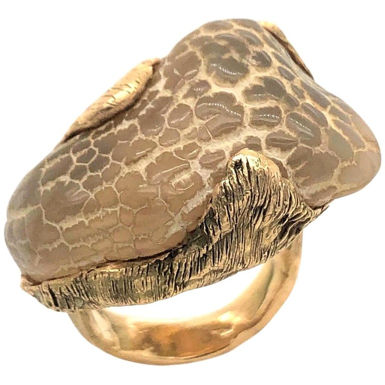 1970s Snakeskin Agate and Gold Ring For Sale