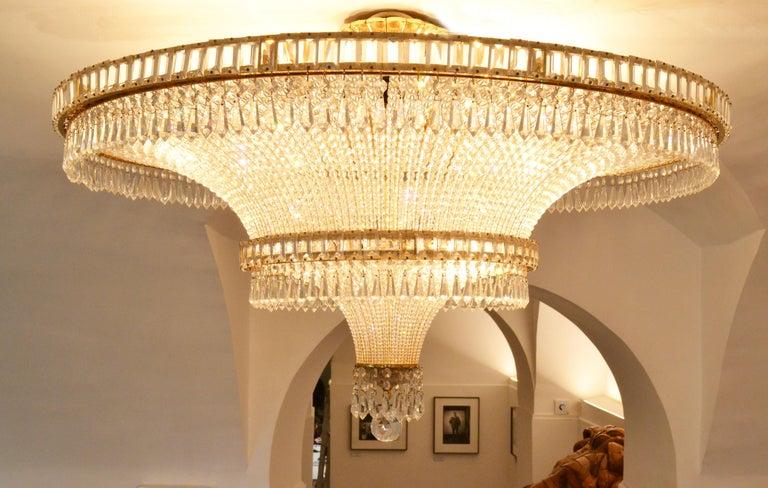 1970s Spanish Design Round Swarovski Crystal Chandelier In Good Condition For Sale In Madrid, ES