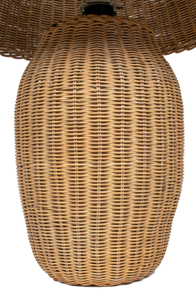 1970s Spanish Handmade Woven Wicker Lamp with Shade For Sale 3