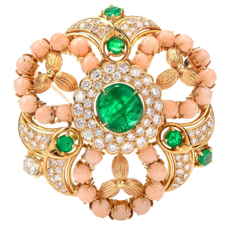 1970s Stylish Circular Diamond Coral Emerald 18 Karat Yellow Gold Pin For Sale