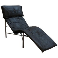 1970s Swedish Black Leather Chaise Lounge by Tord Bjorklund