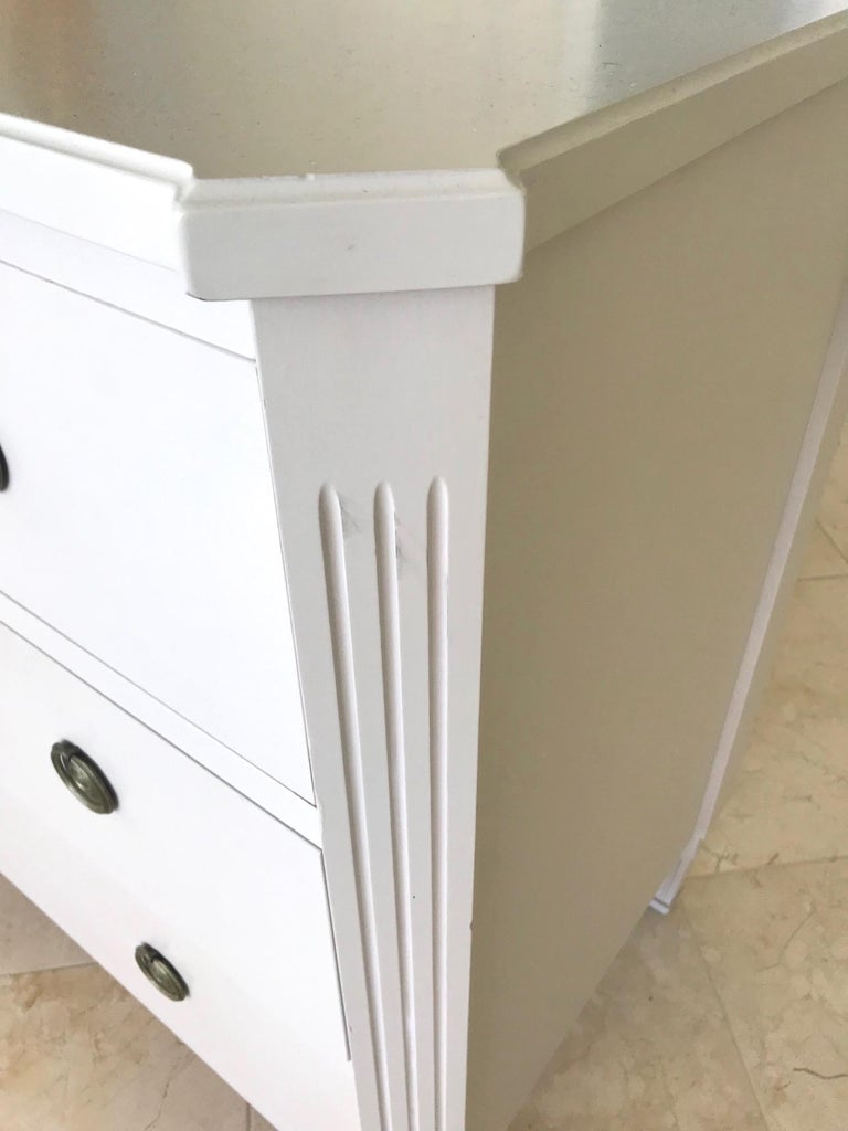 1970's Swedish Chest of Drawers in Hand Painted Ivory Wood For Sale 3