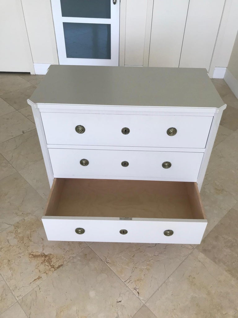 1970's Swedish Chest of Drawers in Hand Painted Ivory Wood For Sale 4