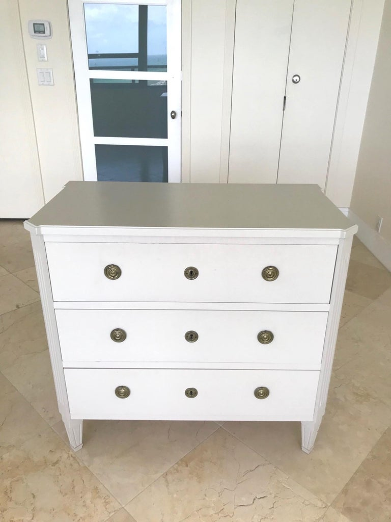 Gustavian 1970's Swedish Chest of Drawers in Hand Painted Ivory Wood For Sale