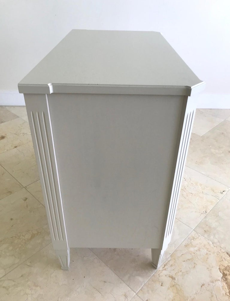 1970's Swedish Chest of Drawers in Hand Painted Ivory Wood In Good Condition For Sale In Fort Lauderdale, FL