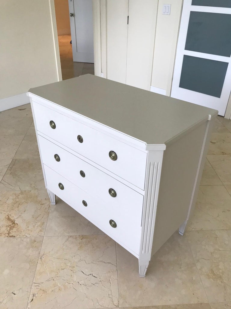 1970's Swedish Chest of Drawers in Hand Painted Ivory Wood For Sale 1