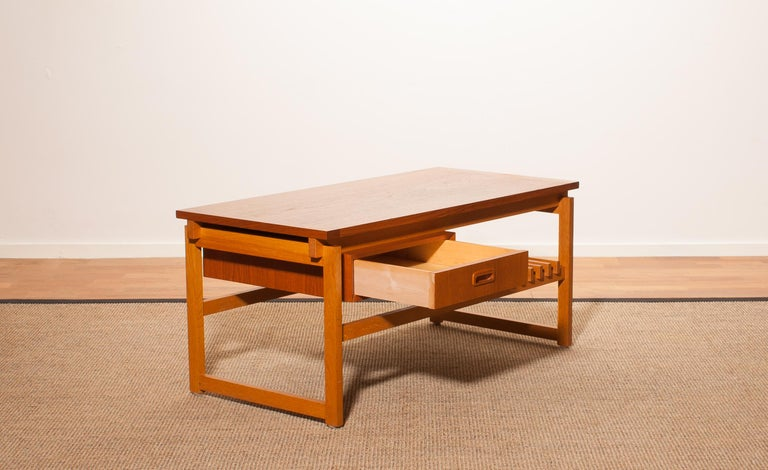 Beautiful coffee table made in Denmark. This side table is made of teak and has a drawer and a magazine rack. It is in a very nice condition. Period 1970s. Dimensions: H 45 cm, W 100 cm, D 48 cm.