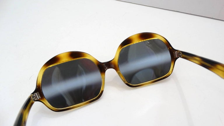 Gray 1970s Tortoise Oversized Mod Sunglasses For Sale