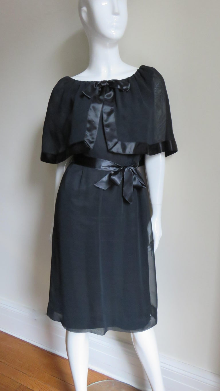 Travilla Dress with Capelet 1970s In Good Condition For Sale In Water Mill, NY