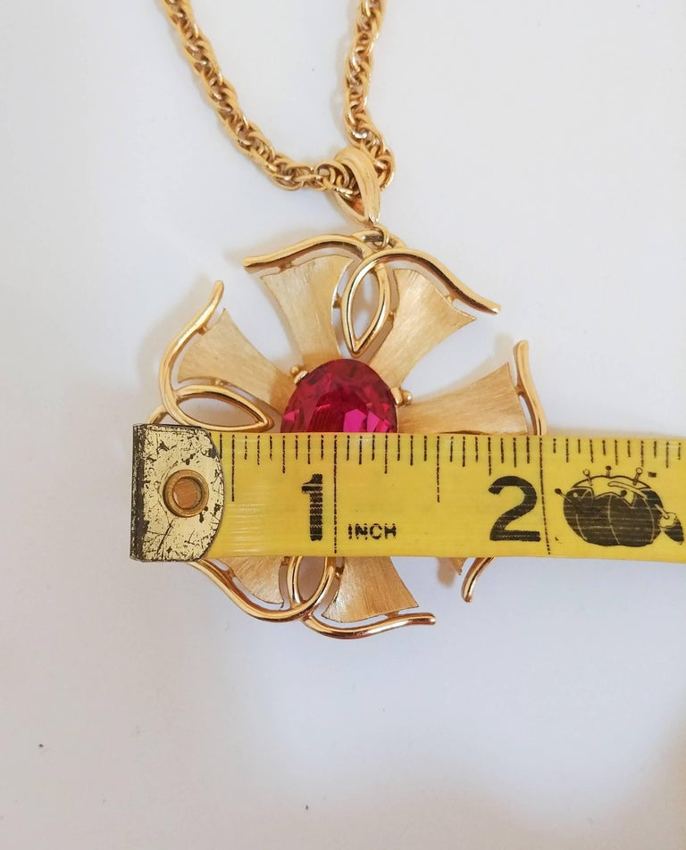 1970s Trierai Magenta and Gold Pendant and Earring Set For Sale 1