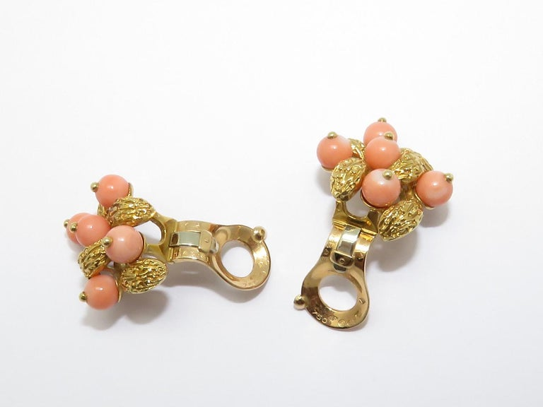 1970s Van Cleef & Arpels Coral Beads Gold Ear Clips For Sale 1