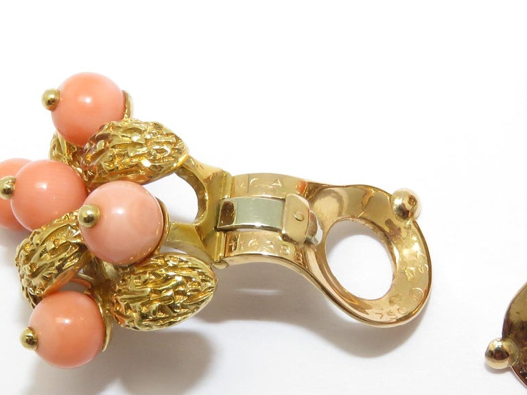 1970s Van Cleef & Arpels Coral Beads Gold Ear Clips For Sale 2