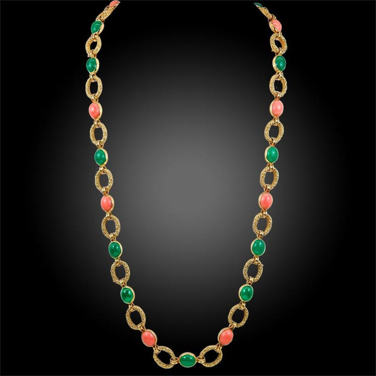 Women's 1970s Van Cleef & Arpels Coral Chrysoprase Gold Necklace Three Piece Set For Sale