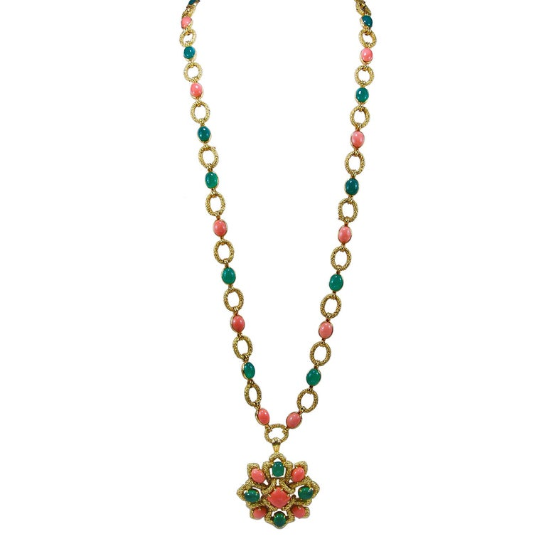 1970s Van Cleef & Arpels Coral Chrysoprase Gold Necklace Three Piece Set For Sale
