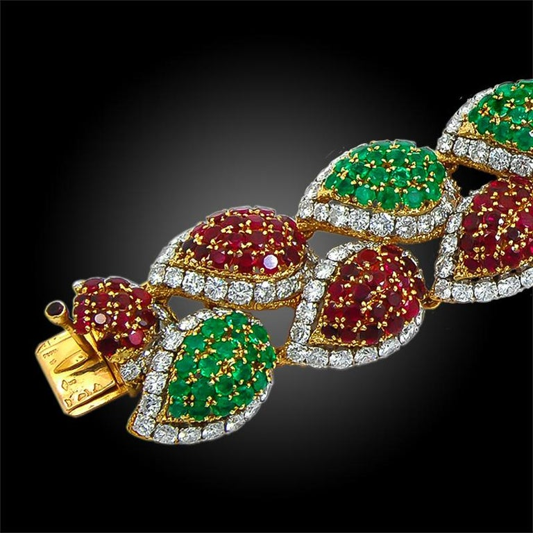1970s Van Cleef & Arpels Diamond, Emerald, Ruby Bracelet In Good Condition For Sale In New York, NY