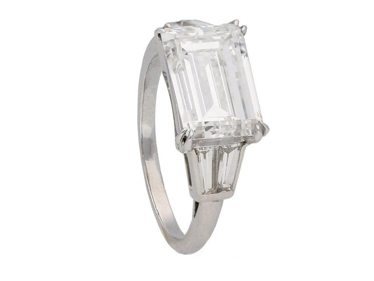 1970s Van Cleef & Arpels Paris Diamond Emerald-Cut Engagement Ring For Sale 4