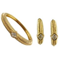 1970s Van Cleef & Arpels Yellow Gold and Diamonds Bracelet and Earrings Set
