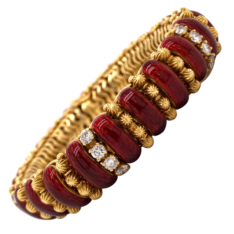 1970s Van Cleefs & Arpels Ruby Diamond 18 Karat Yellow Gold Bracelet