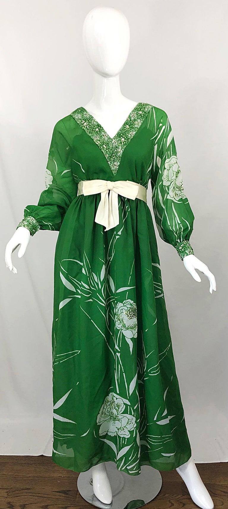 Beautiful early 1970s VICTORIA ROYAL kelly green and white abstract floral sequined gown / maxi dress! Printed throughout the dress, sleeves, trim and cuffs. Hundreds of hand-sewn light green mini sequins and white beads alloverAttached green crepe