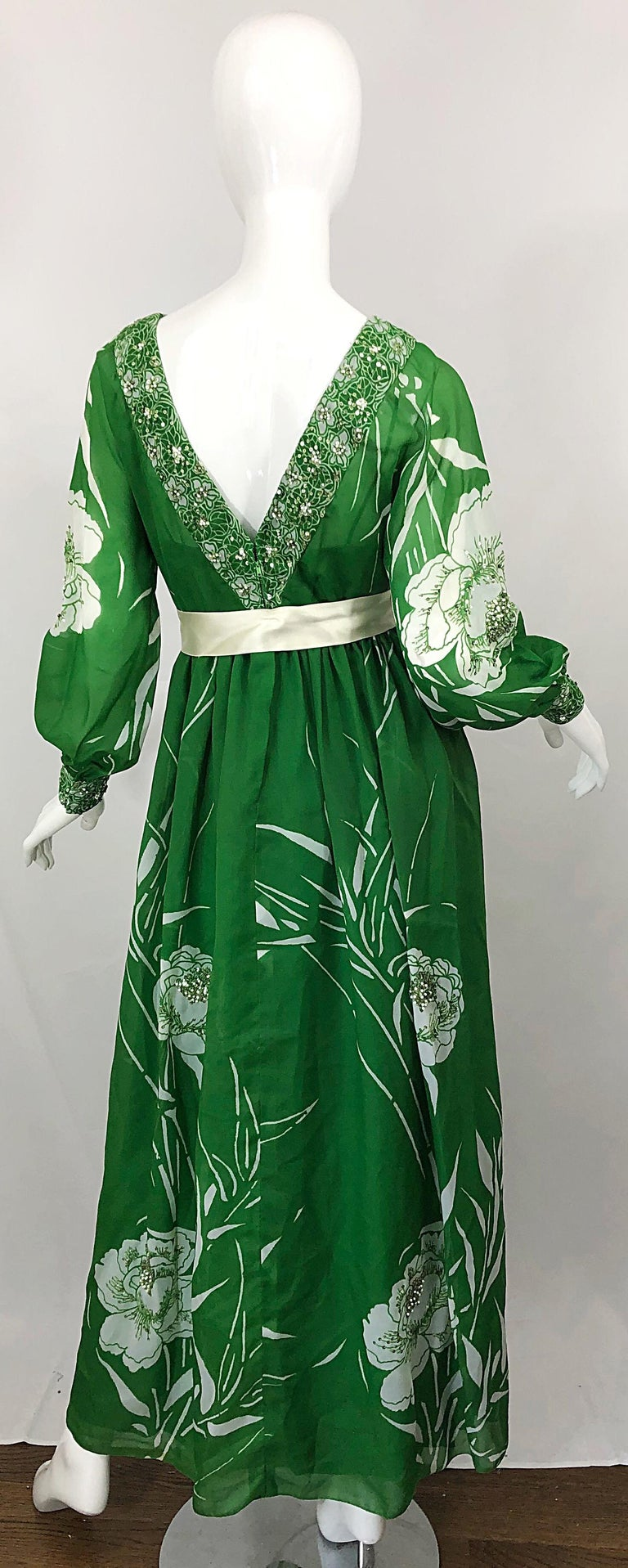 1970s Victoria Royal Kelly Green + White Abstract Floral Sequined Chiffon Gown In Excellent Condition For Sale In Chicago, IL