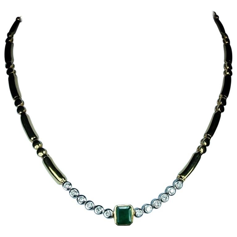 1970s Vintage 1.20 Carat Diamonds Emerald and 18 Karat Yellow Gold Necklace