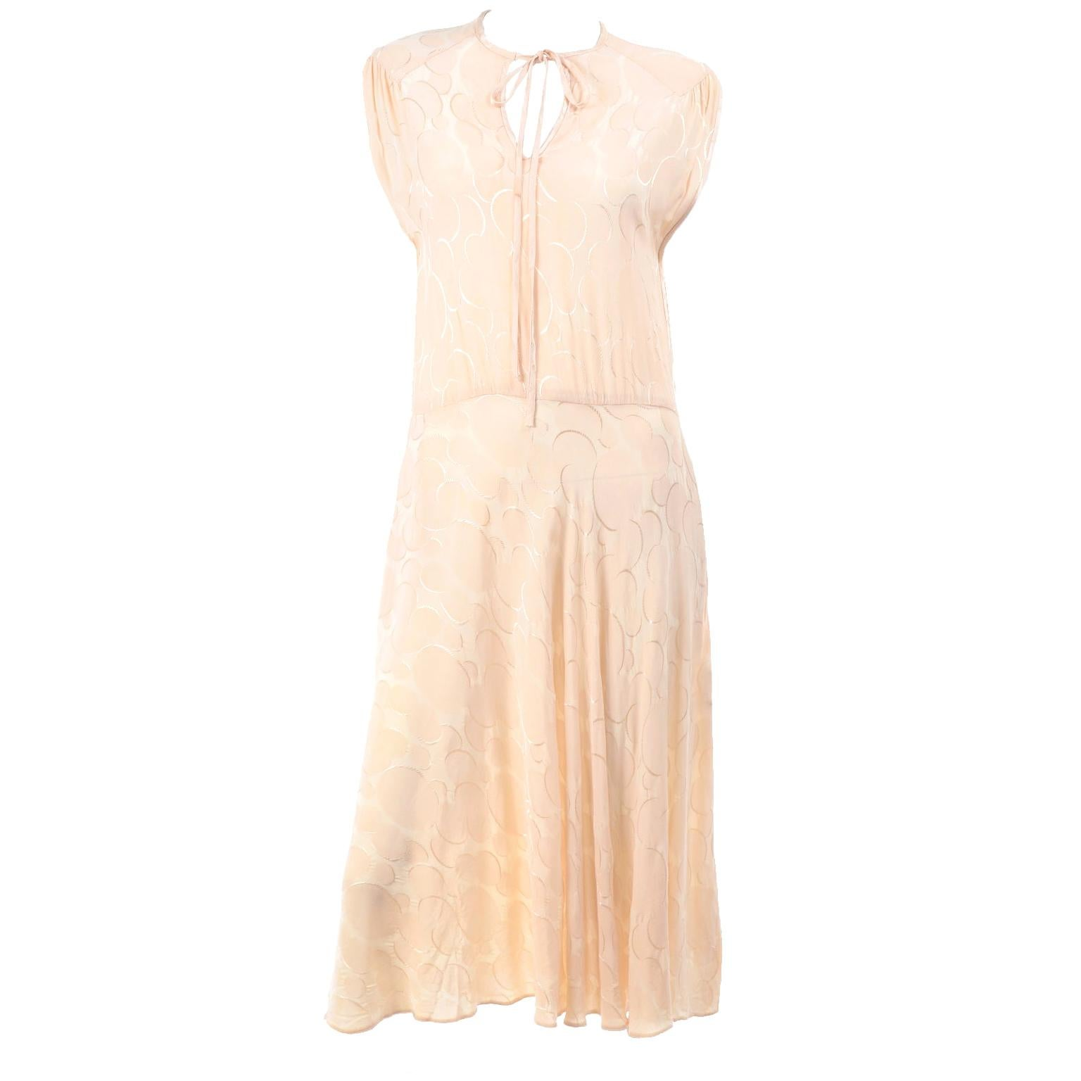 1970s Vintage Albert Nipon Cream Silk Tonal Circle Print Dress W V- Neck & tie