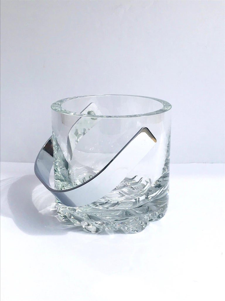 French 1970s Vintage Crystal Ice Bucket with Ice Glass Design For Sale