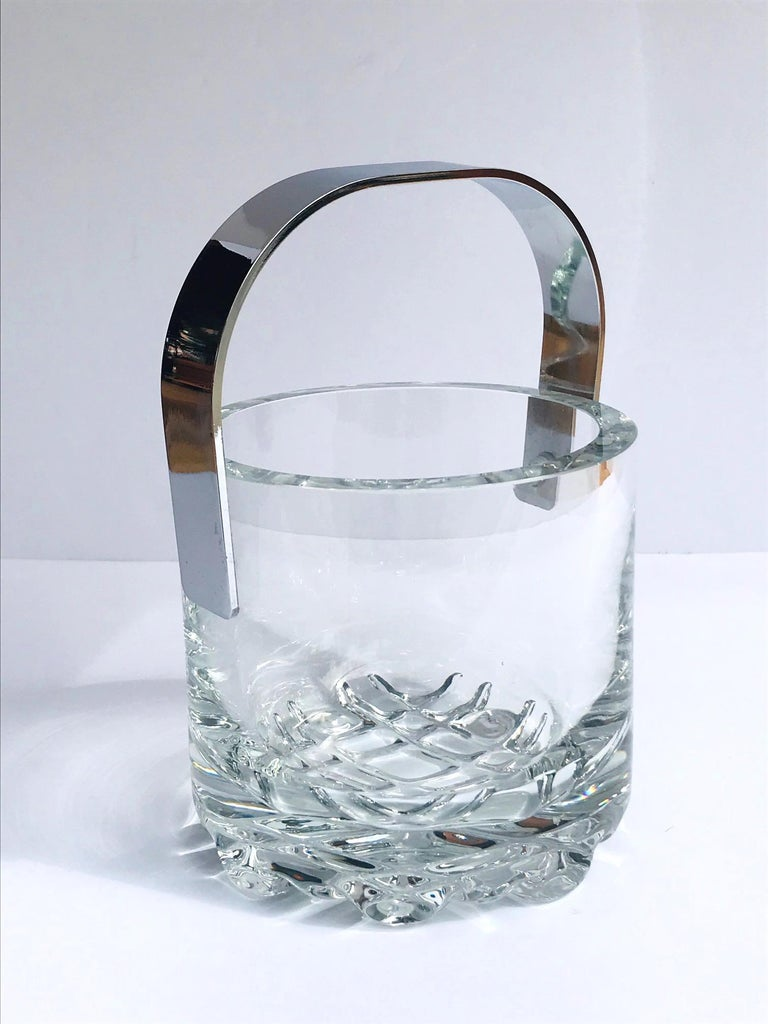 1970s Vintage Crystal Ice Bucket with Ice Glass Design In Excellent Condition For Sale In Stamford, CT