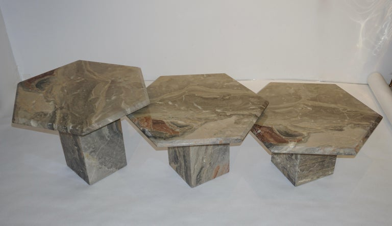 Vintage Italian 3 Geometric White Gray and Red Vein Marble Nesting Tables 1970s  For Sale 4