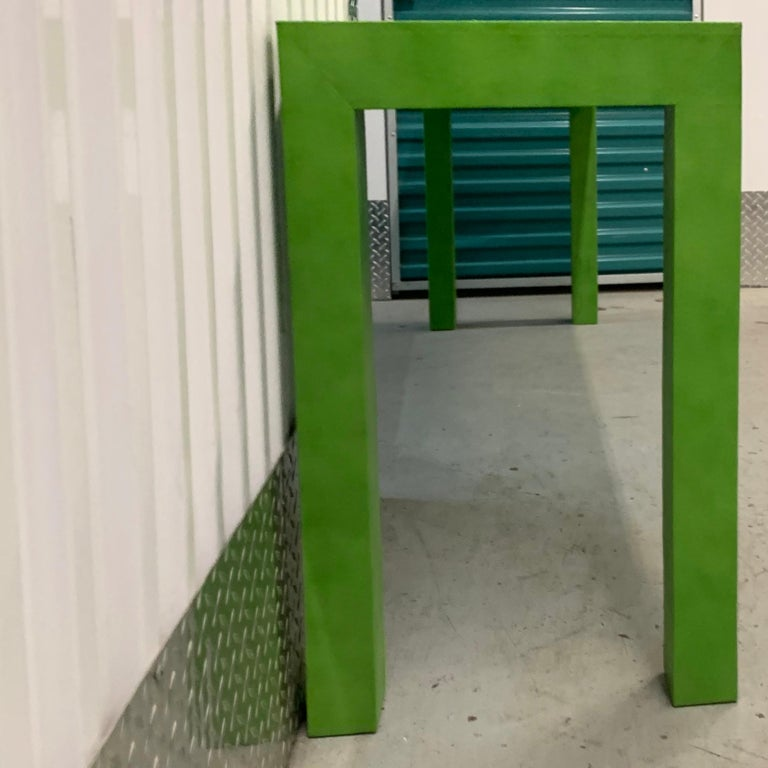 1970s Vintage Karl Springer Apple Green Snakeskin Extended Console Table   In Good Condition For Sale In Brooklyn, NY