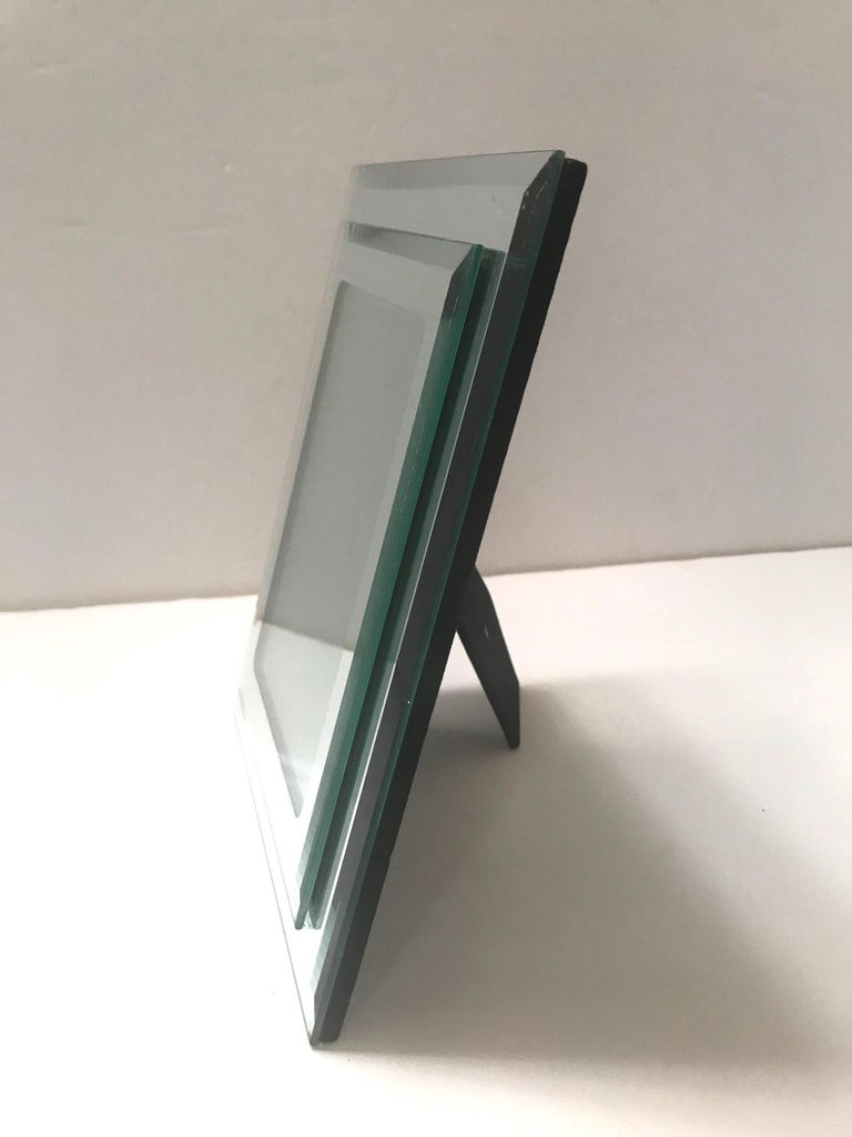 1970s Vintage Mirrored Picture Frame In Good Condition For Sale In Stamford, CT
