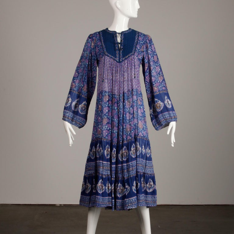 1970s Vintage Sheer Cotton Gauze Indian Blue Block Print Hippie Boho Dress In Excellent Condition For Sale In Sparks, NV