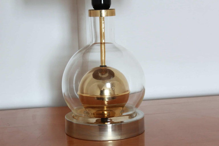 Mid-Century Modern 1970s Vintage Vimini and Brass Exotic Table Lamp For Sale