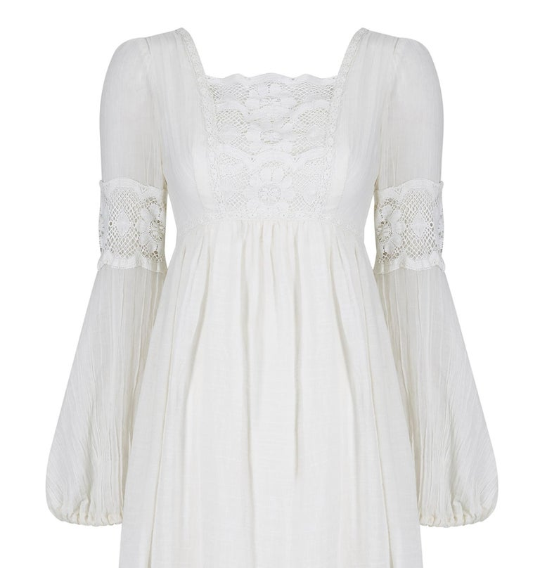 1970s White Cotton and Lace Mexican Boho Wedding Dress In Excellent Condition For Sale In London, GB