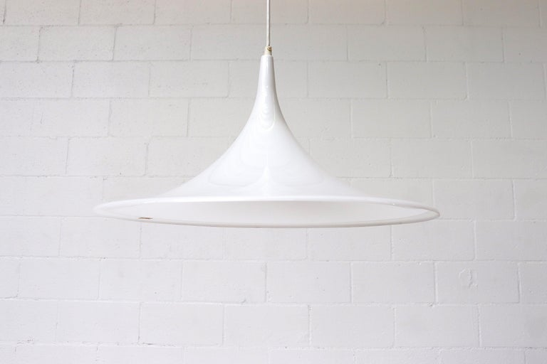 Midcentury Dijkstra Lampen white plexi 'Witch Hat' pendants in the style of the