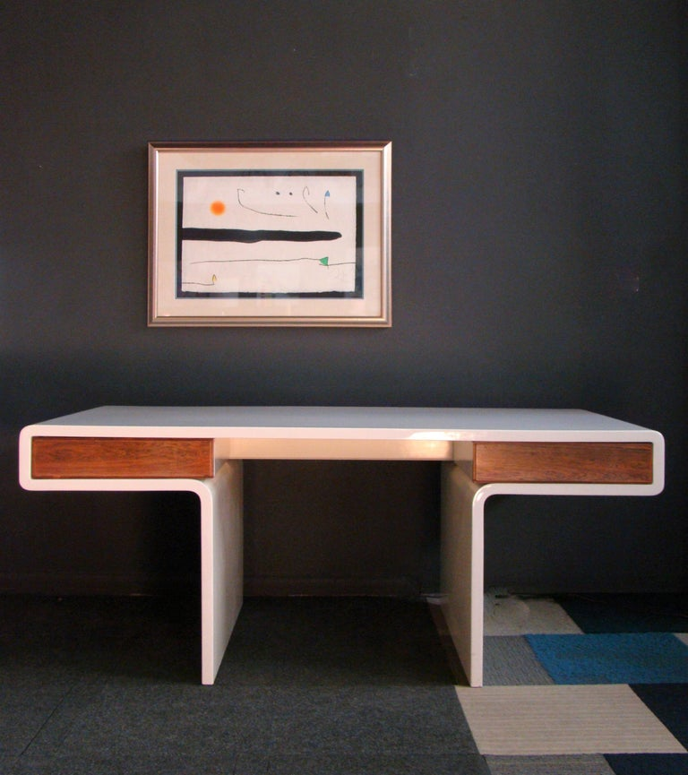 Mid-Century Modern 1970s White Fiberglass and Rosewood Trimmed Executive