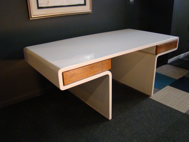 Late 20th Century 1970s White Fiberglass and Rosewood Trimmed Executive