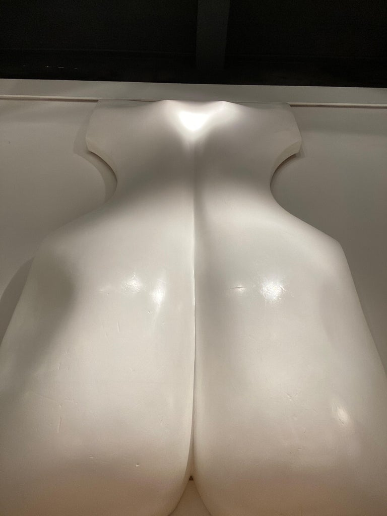 1970s White Resin Womans Back Sculpture by Luiza Miller For Sale 3