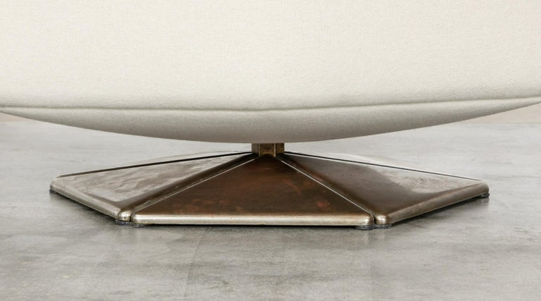 1970s White Upholstery on Zinc Base Lounge Chairs by Voitto Happalainen For Sale 3