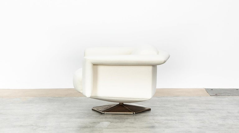 Late 20th Century 1970s White Upholstery on Zinc Base Lounge Chairs by Voitto Happalainen For Sale
