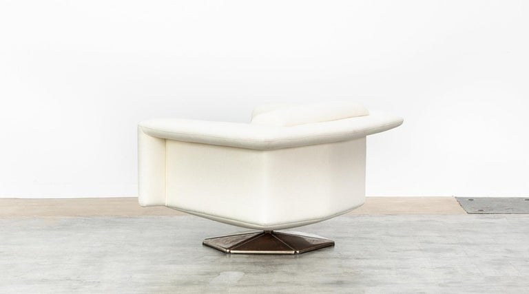 Metal 1970s White Upholstery on Zinc Base Lounge Chairs by Voitto Happalainen For Sale