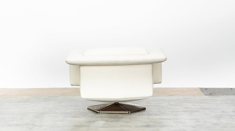 1970s White Upholstery on Zinc Base Lounge Chairs by Voitto Happalainen For Sale 1