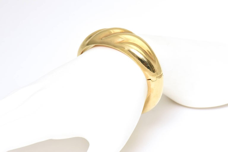1970s Wide Yellow Gold Wave Bangle Bracelet For Sale 6
