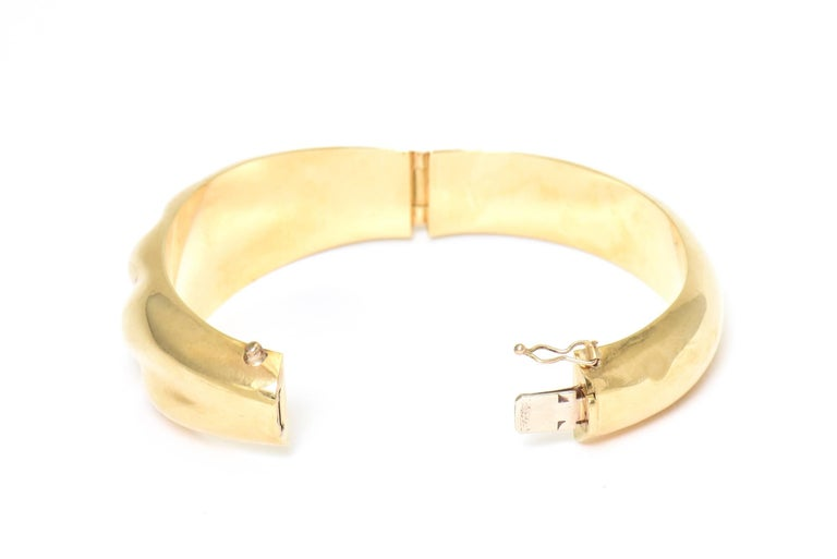 1970s Wide Yellow Gold Wave Bangle Bracelet For Sale 2