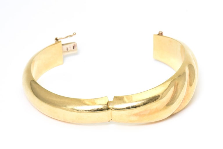 1970s Wide Yellow Gold Wave Bangle Bracelet For Sale 3