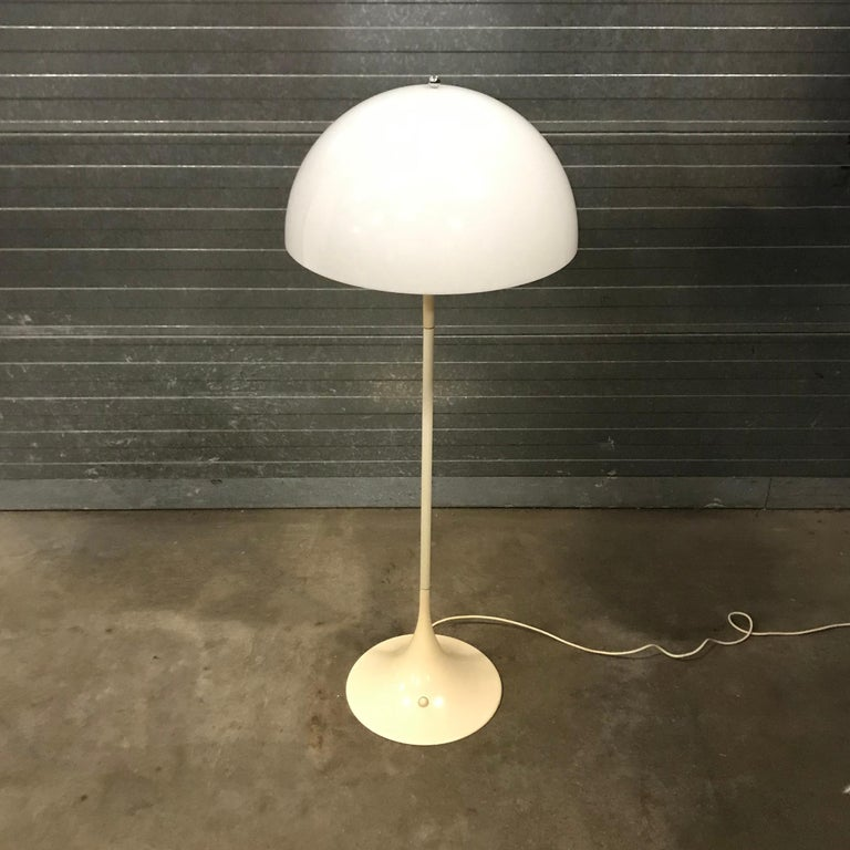 Beautiful floor lamp Panthella in White. The shade is in very good condition. The color of the base and foot changed over the years. Only the foot shows some minor scratches (picture #12) that are not very visible (#11).