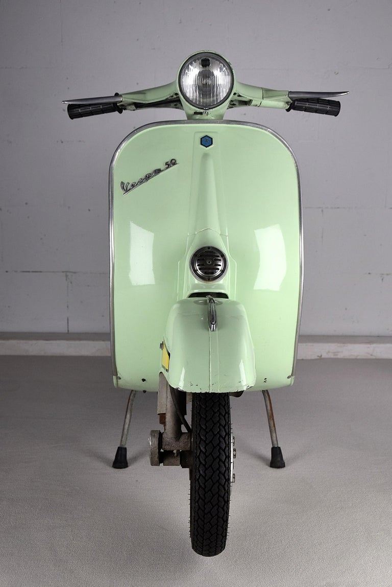 Piaggio model Vespa V50R from 1971. This stylish and elegant La Dolce VITA scooter is in great condition. This 50cc has been stored for the past 15 years. It has just been serviced. The carburator has been cleaned, oil changed, new tires, new cables